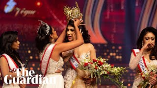 'Mrs World' grabs crown from head of 'Mrs Sri Lanka' in on-stage fracas Screenshot