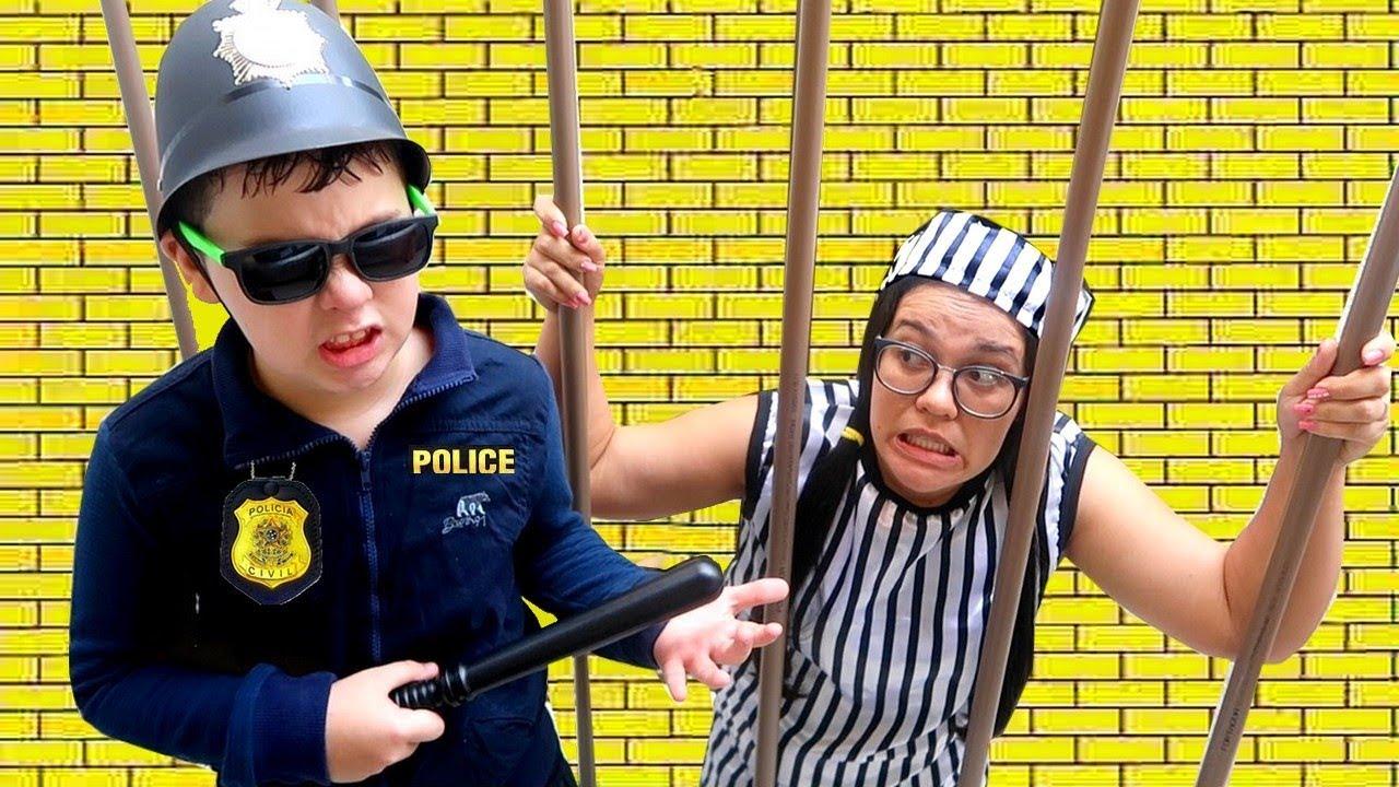 IGOR finge brincar de Policial E O BEB GABRIEL SALVA O DIA HD quality image