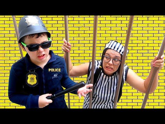 IGOR finge brincar de Policial E O BEB GABRIEL SALVA O DIA HQ quality image